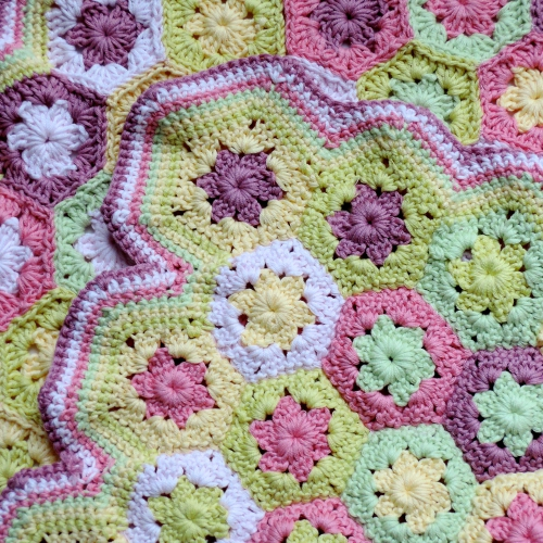 mini,couverture,bébé,crochet,hexagone,dmc natura,blé,golden lemon,light green,rose layette,topaze,spring rose,bordure,défi,granny